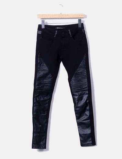 Pantalón negro combinado