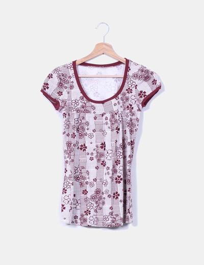 Camiseta burdeos floreada NoName