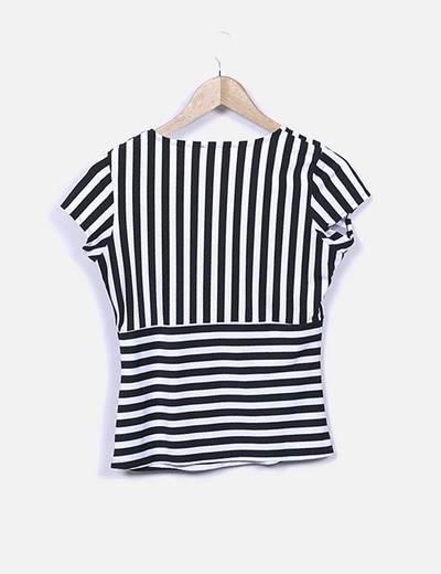Camiseta de rayas escote cruzado