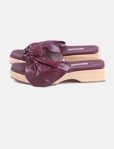 Sandalia de madera lazo granate