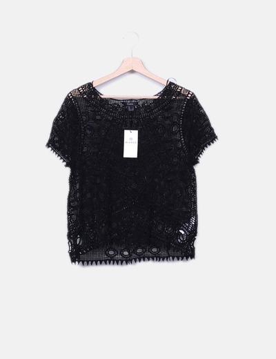 Camiseta negra crochet semitransparente