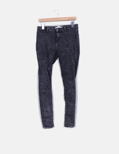 Jeans denim gris efecto desgastado Zara