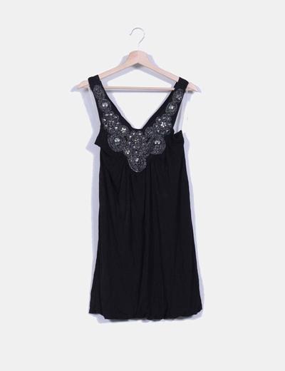 Vestido negro con pedrería Suiteblanco