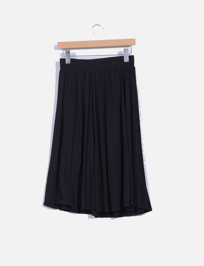 Falda midi negra de vuelo