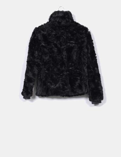 Chaqueta negra de pelo
