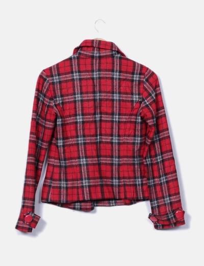 Abrigo texturizado de cuadros color rojo