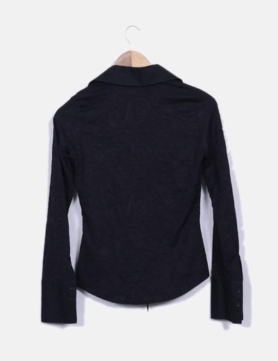 Camisa negra texturizada con cremallera