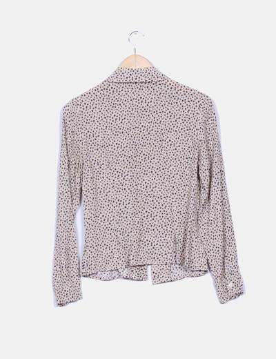 Camisa beige texturizada estampado hojos