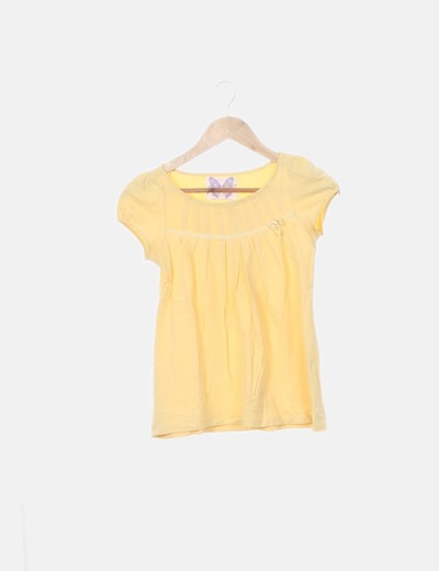 Camiseta amarilla detalle lazo
