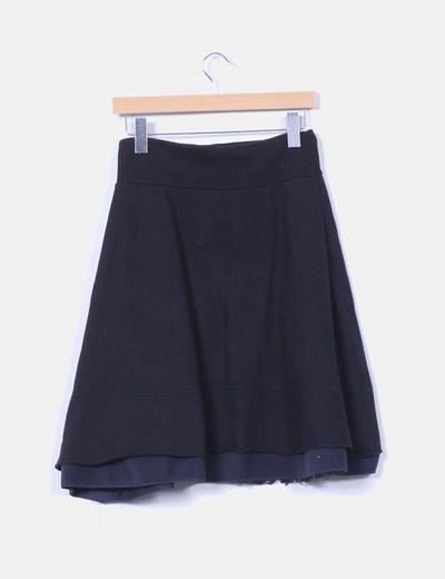 Falda midi negra sport con estampado