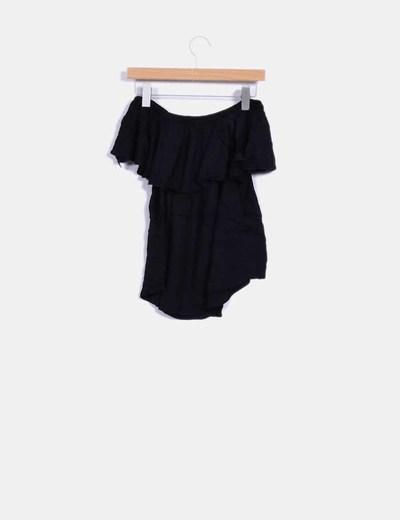 Camiseta negra volante escote bardot