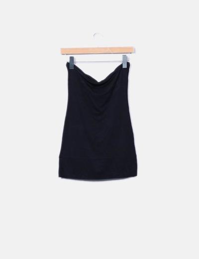 Camiseta fluida negra detalle escote