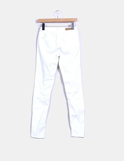 3fd5fef07 Pantalón pitillo blanco