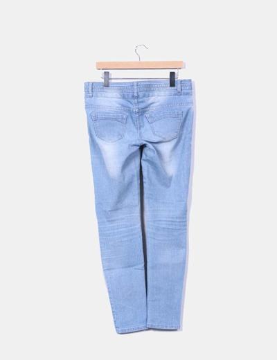 Jeans vaqueros efecto desgatado