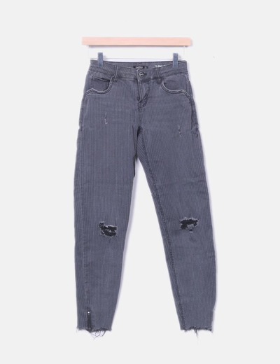 Jeans gris con rayas ripped