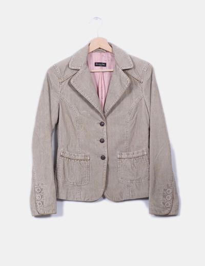 Chaqueta blazer beige texturizada, detalle bolsillos  Massimo Dutti