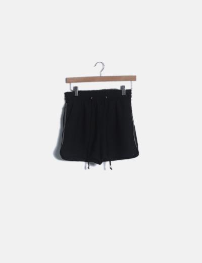 Pantalón short negro fluido