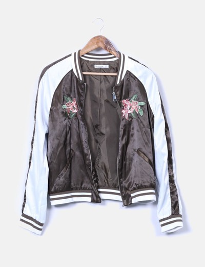 39bbd857e39 Zara Chaqueta bomber satinada floral (descuento 77%) - Micolet