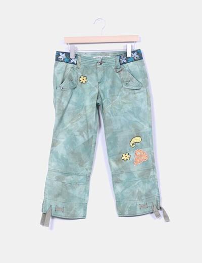 Pantalón pirata verde efecto desgastado Freesoul
