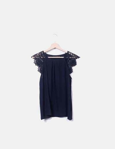 Blusa azul marina mangas crochet Zara