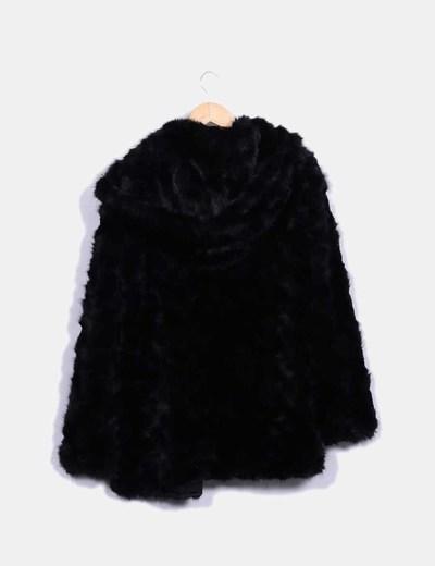 venta minorista a3277 0798f Abrigo pelo negro con capucha
