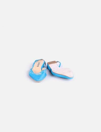 Zapato azul destalonado con bordados