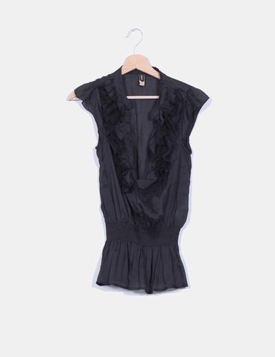 Blusa negra fluida con chorrera ONLY