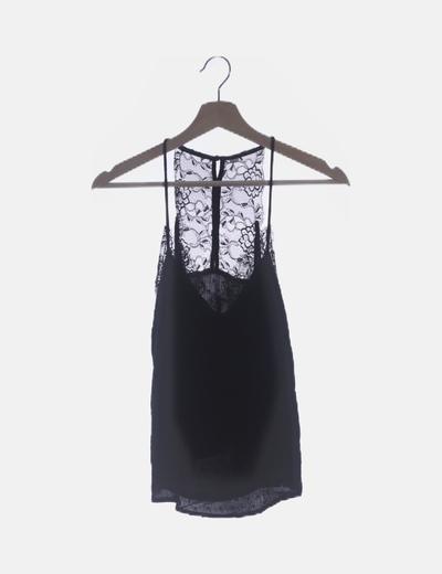 Camiseta negra de tirantes combinado encaje