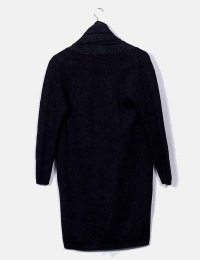 Vestido de punto gris asimetrico con capucha