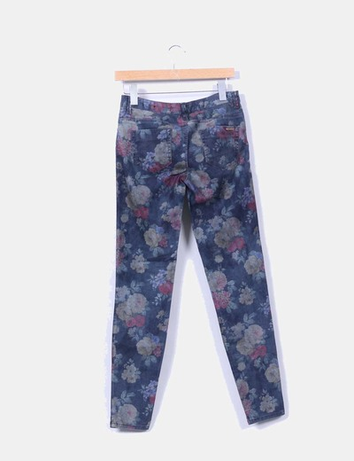 Pantalon gris estampado floral pitillo
