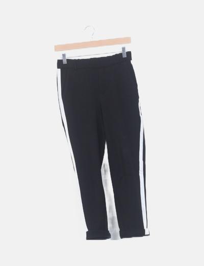 Pantalón negro banda blanca