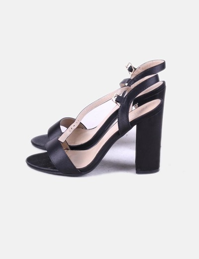 Sandalia tacón negra Koi Footwear
