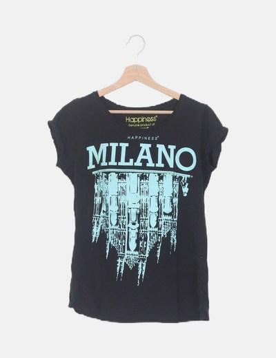 Camiseta negra estampada