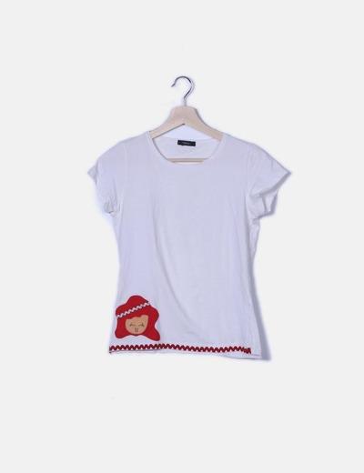 Camiseta blanca parche
