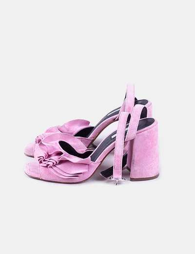 Sandalias ante rosa con volantes