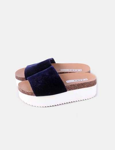 Pantoufles en velours bleu marine Zara