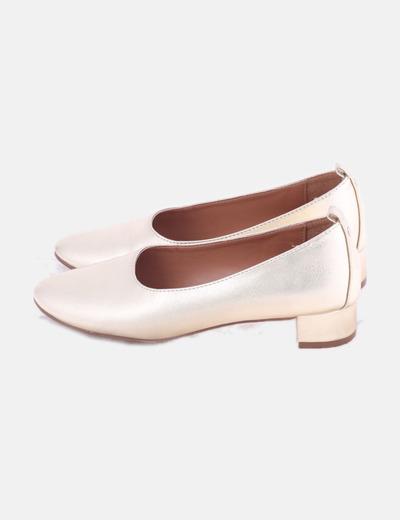 Zapato de tacón dorados