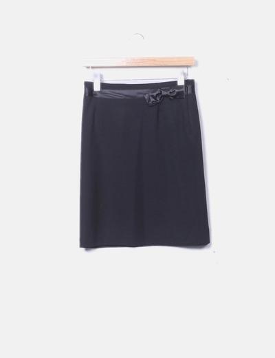 Falda negra con lazo