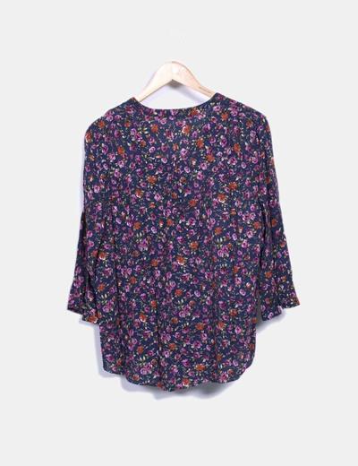 Blusa floral escote abotonado