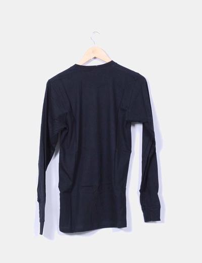 Camiseta negra estampada manga larga