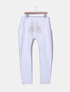 Pantalón baggy blanco con bordado Holy Preppy 012dfd1edc50