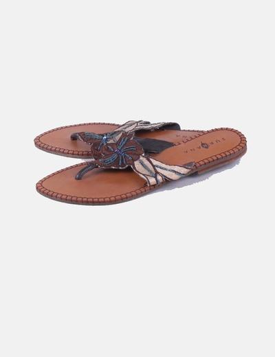 Sandalia plana con abalorios Surkana