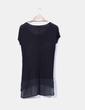 Camiseta negra combinada con tachas Suiteblanco