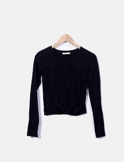 Camiseta negra manga larga nudo