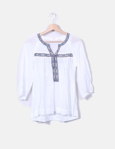 Blusa blanca con bordado étnico