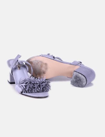 Sandalia de ante gris con flecos