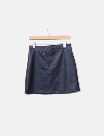 Falda polipiel negra botones