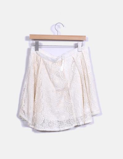 Falda midi de encaje color nude