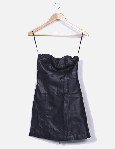 Robe noire cuirette avec décolleté bustier Bershka