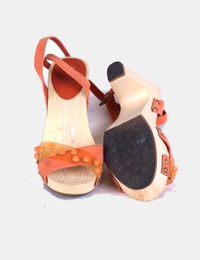 Sandalias naranjas madera